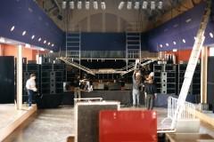 Montage de la scène salle Latreille pour le concert Sheriff, Supersnazz le 31 octobre 1993.