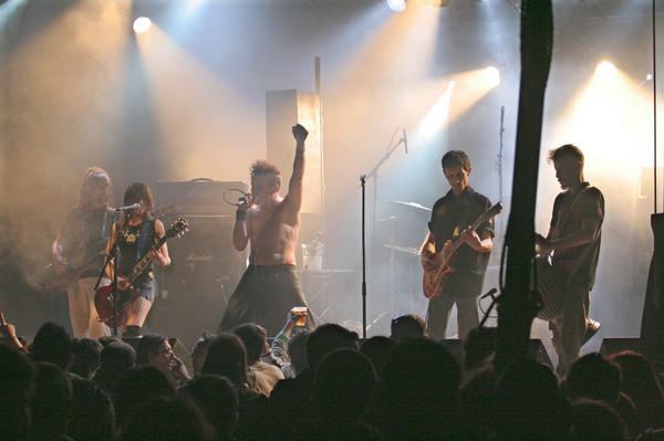 Les Têtes d'Ouf sur scène